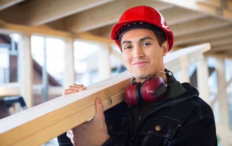 Håndverker på en byggeplass